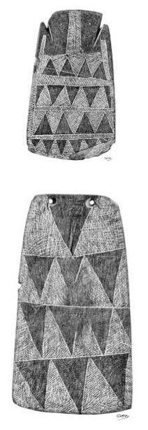 Dibujos de Ídolos-placa grabados en pizarra con el contorno recortado. Mayoritariamente aparecen en el Alentejo (Portugal) y en zonas próximas. Se encuentran en el interior de dólmenes o grutas artificiales de enterramiento. Se cree que son representaciones de una diosa madre generadora de vida y compañía en la muerte. Dibujos de F. Valença Publicada por: Onnega martes, 02 de mayo de 2006
