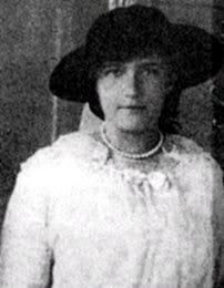"""themauveroom: """" Grand Duchess Anastasia c. 1915. (I know this must be a crop of a larger photograph, but I can't find the full photograph.) """" That photo sort of reminds me of this one: But..."""