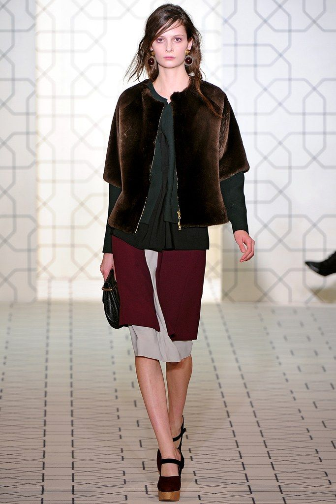 Marni Fall 2011 Ready-to-Wear Fashion Show - Suzie Bird