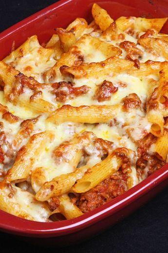 Weight Watchers Italian Baked Ziti Recipe with Ground Beef Garlic, Rosemary, Oregano, Thyme, Crushed Tomatoes, and Mozzarella Cheese - 7 WW Points