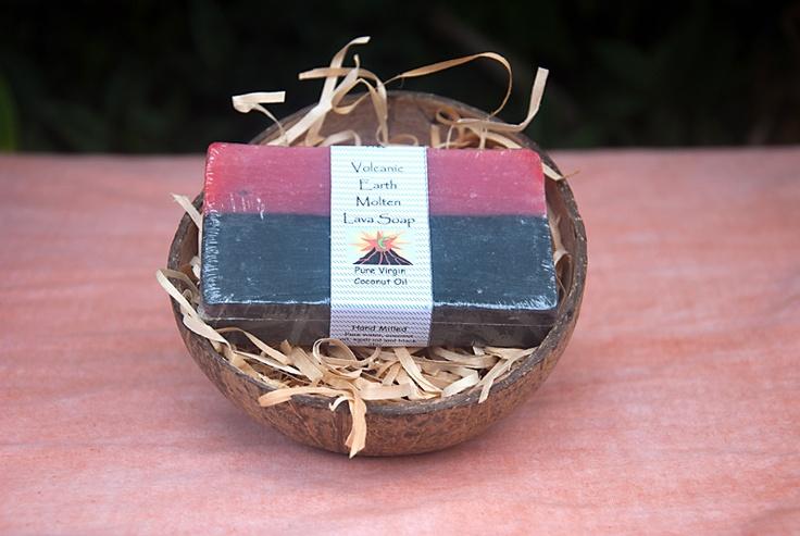 """Мыло """"Расплавленная лава"""". Очищающее мыло изготовлено в Республике Вануату исключительно из природных натуральных компонентов. Вулканический пепел является природным эксфолиантом, бережно отшелушивает отмершие клетки. Органическое кокосовое масло помогает нежному очищению, питает и увлажняет. При регулярном использовании мыла восстанавливается водно-жировой баланс, борется с несовершенствами, такими как пигментные пятна, акне, прыщи и угри. Кожа становится более упругой и эластичной. $7.90"""
