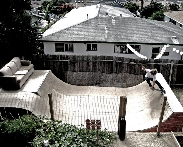 backyard minni ramps, great for shredding and practise. also in the backyard the couch wont be stolen