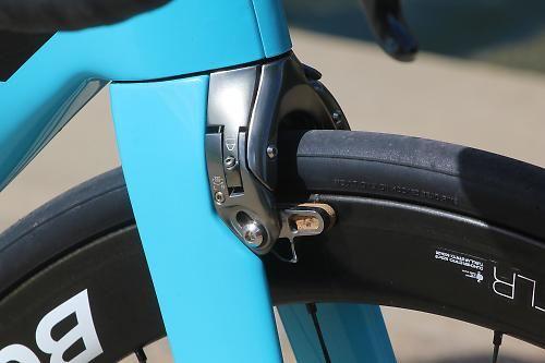 Trek Madone 9 series - front brake.jpg (500×333)