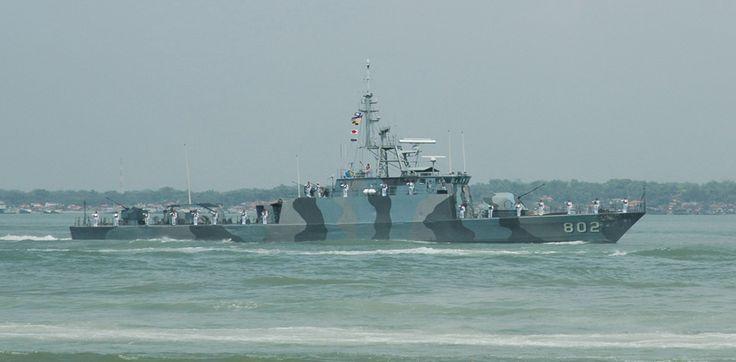 KRI Sura (802) adalah kapal patroli milik TNI AL. KRI Sura adalah kapal patroli jenis FPB-57 generasi pertama bikinan PT PAL, generasi selanjutnya dinamakan FPB57 Nav V diperkenalkan pada tahun 2000 (KRI Todak). KRI Sura sendiri diresmikan pada tahun 1993 setahun setelah saudaranya KRI Pandrong (801) diresmikan.