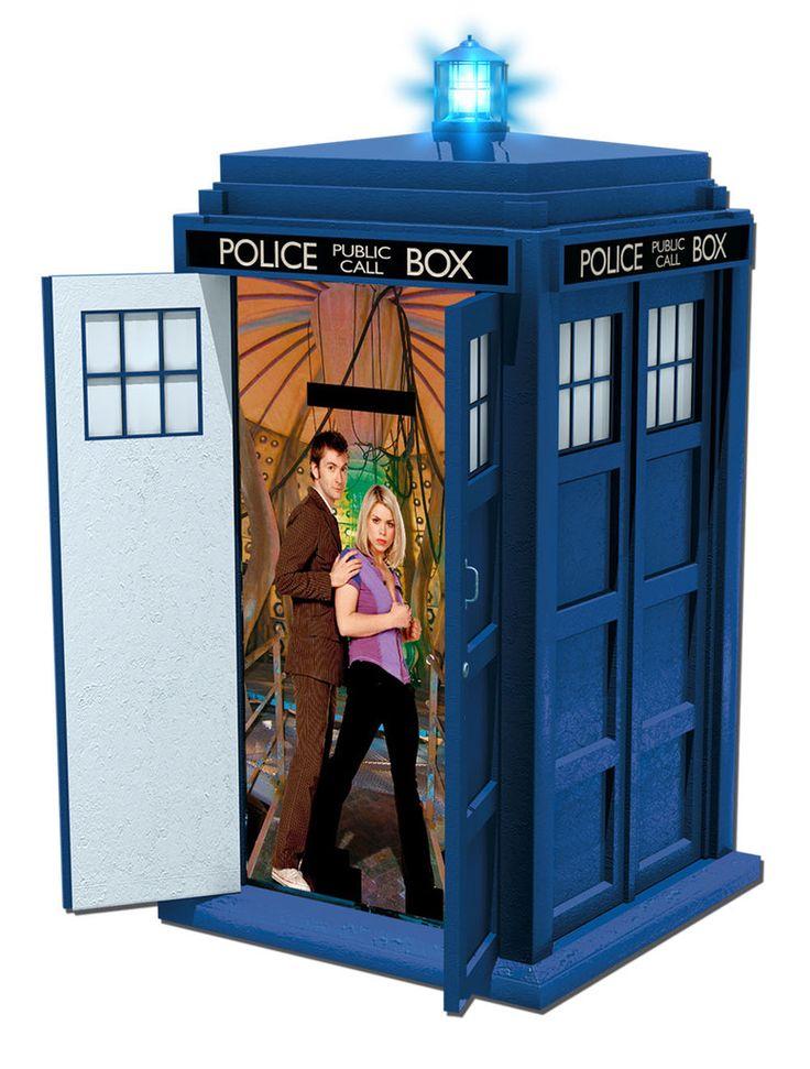 Doctor Who Sprechende Spardose Tardis  coole Tardis Spardose mit Licht- und Soundeffekten aus der Tv-Serie `Doctor Who` - Größe: ca. 20 x 14 x 14 cm Doctor Who Spardose - Hadesflamme - Merchandise - Onlineshop für alles was das (Fan) Herz begehrt!