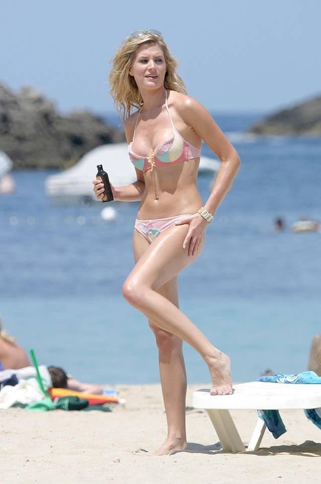 Sarah dunn bikini