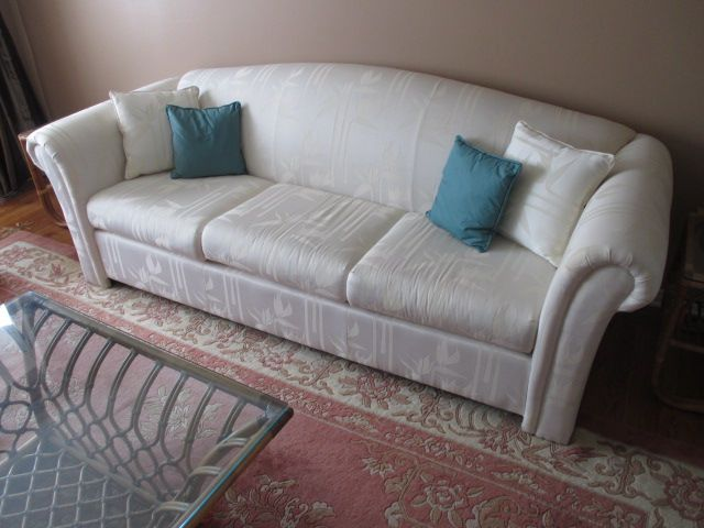 PATTERNED COUCH Content sale from pleasant Kanata South home – 27 Brandy Creek Crescent, Ottawa ON. Sale will take place Saturday, May 9th 2015, from 9am to 2pm. Visit www.sellmystuffcanada.com to view photos of all available items!