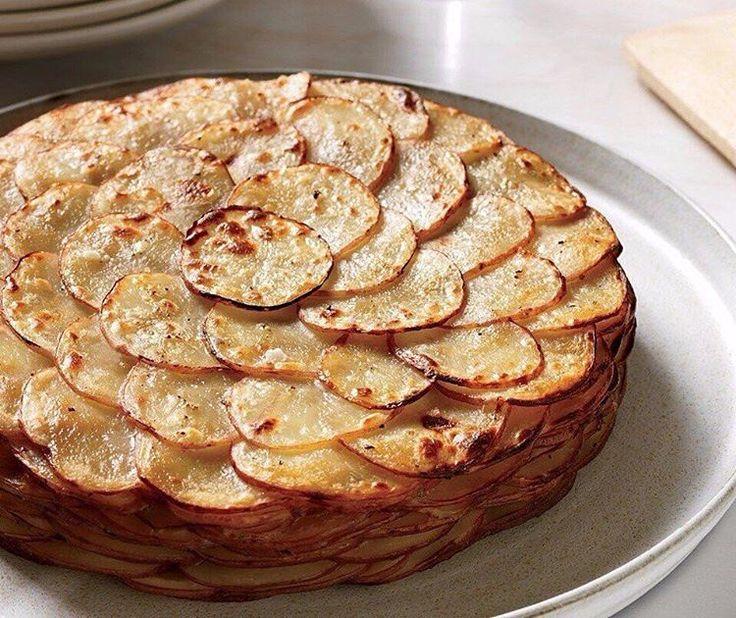 1,326 отметок «Нравится», 2 комментариев — Лучшие Рецепты (@great.foood) в Instagram: «Французский рецепт, покоривший мир своей простотой и необычайным вкусом!  Картофель «Буланжер» ♨…»