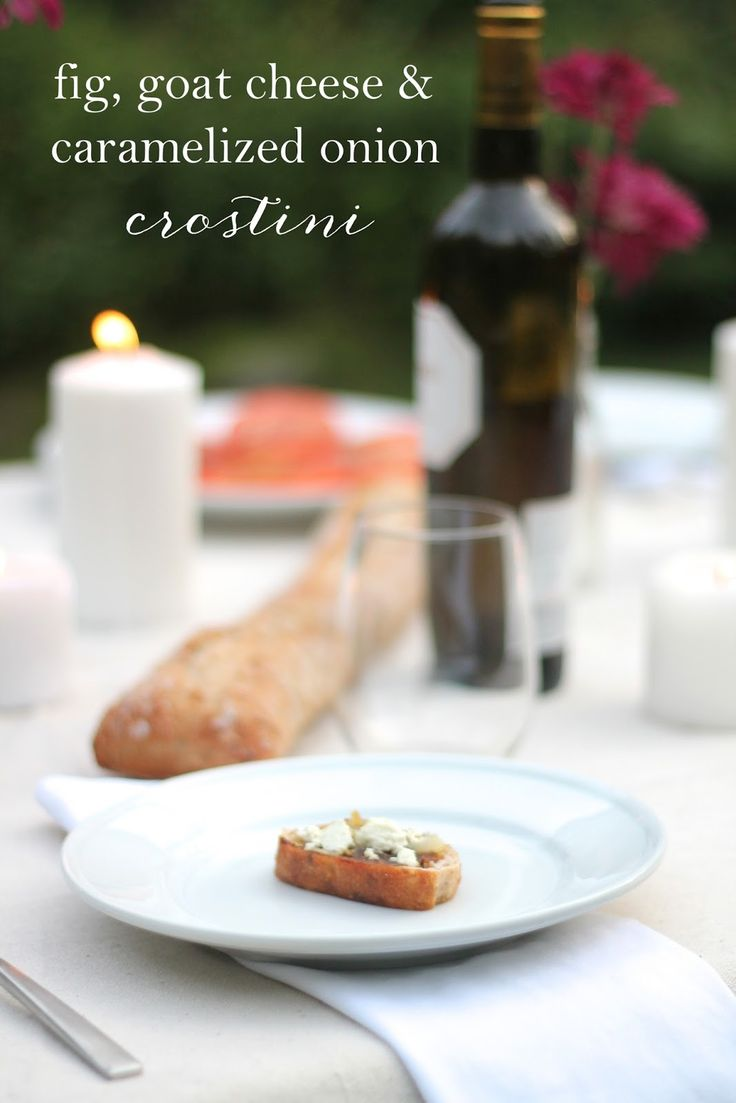 fig goat cheese & caramelized onion crostini | Fall appetizer