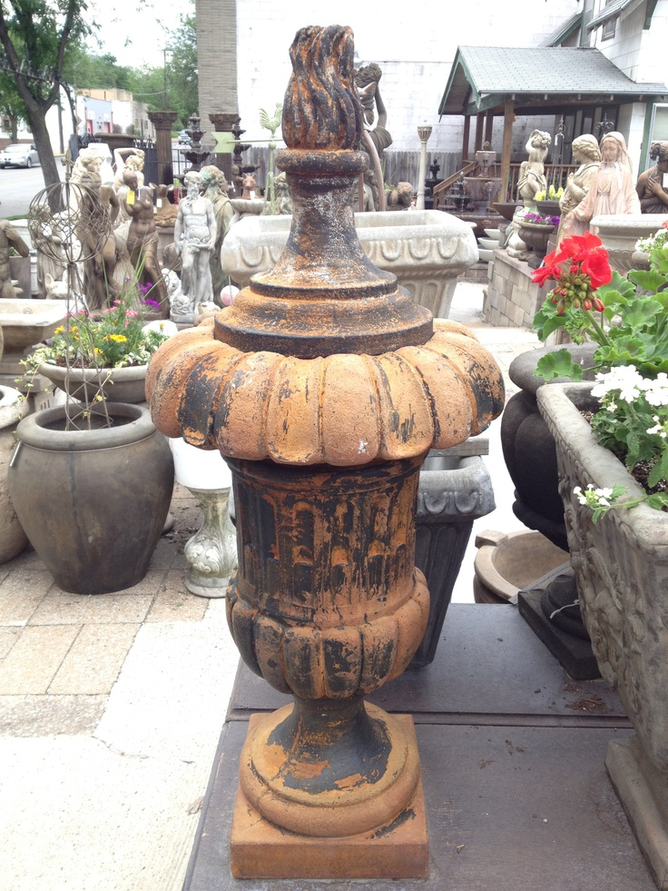 Love this urn - I think I have to have it for my entry!  Found it in KC - awesome statuary!