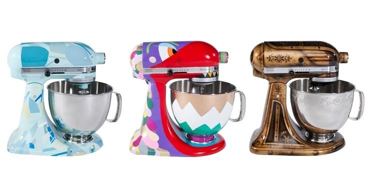 A empresa norte-americana KitchenAid (www.kitchenaid.com.br), em parceria com Fernanda Feitosa - idealizadora da SP-Art -, convidaram sete grandes nomes da arte contemporânea brasileira para customizar a Stand Mixer, batedeira ícone da marca. O resultado está em exibição no Salão do Móvel de Milão