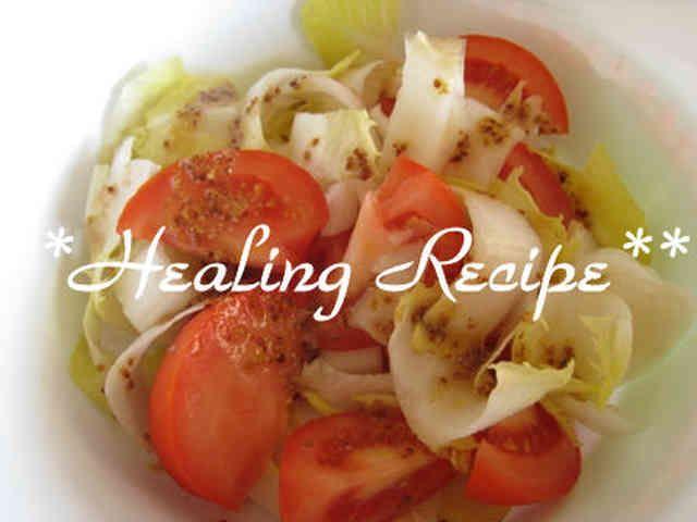 ●万能マスタードドレッシング●マクロビ 生野菜にも温野菜にも意外と何でも合う万能ドレッシング。たっぷりお野菜が食べられます☆子供にも人気。 Mille=ミル 材料 粒マスタード 大1と1/2 オリーブオイル(エクストラヴァージンがお勧め) 大1 白または赤ワインビネガー(その他の酢で代用可) 大1 メープルシロップ 小2 作り方 1 ただ材料を混ぜるだけです! 2 写真はアンディーヴ(チコリ)とトマト。ほとんどの生野菜、温野菜に合いますので、色々お試しを! コツ・ポイント お好みによってビネガーやメープルの量を調節して下さい。 レシピの生い立ち ドレッシングのバリエーションを増やして、おいしくたっぷりお野菜。 レシピID:1055087