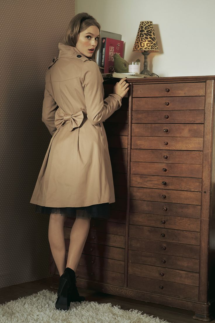 trench trend avec son gros noeud dans le dos mode trench manteau mademoiseller http www. Black Bedroom Furniture Sets. Home Design Ideas