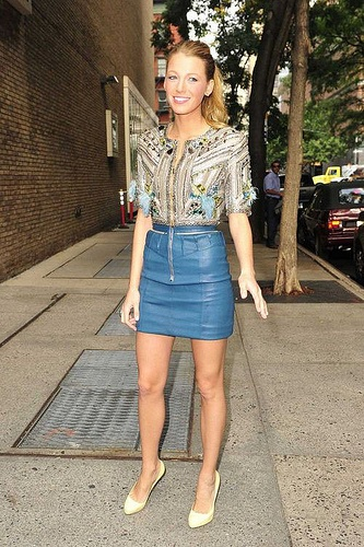 leather skirt: Leather Skirts, Blue Skirts, Blake Living, Outfit, Colors Combinations, Fashion Inspiration, Blog, Photo, Actresses Wear