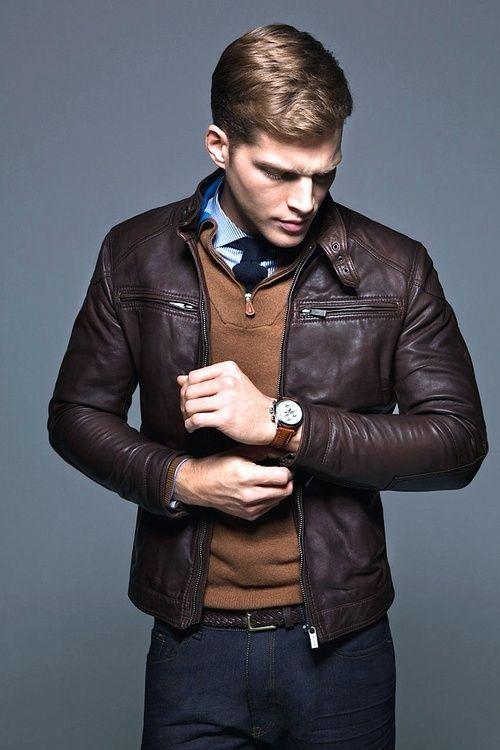 Il existe des accessoires de mode indispensables dans un dressing masculin moderne, et la veste en cuir pour homme en fait indéniablement partie.