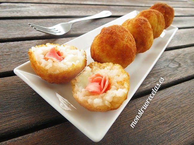 Arancini o croquetas de arroz, rellenos de jamón y queso - http://www.monstruorecetas.es/2014/07/arancini-rellenos-jamon-queso.html