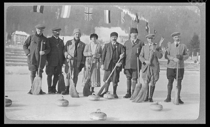 Les équipes suédoise et britannique de curling.  Premiers Jeux Olympiques officiels -  Chamonix 1924.