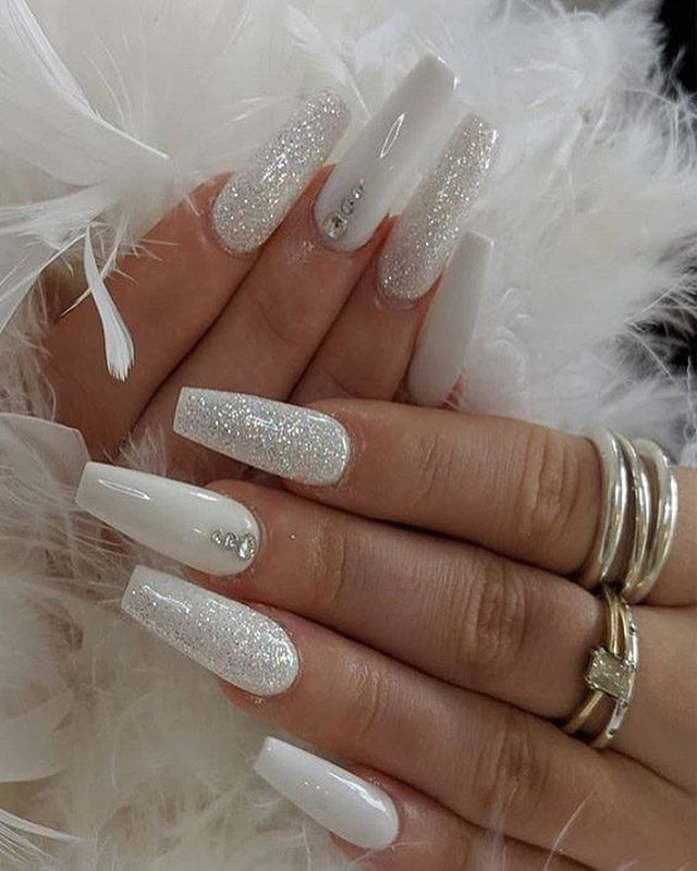 43 White Nail Art Designs The Perfect Manicure Minimalist Great With Any Outfit Simple White Nail Diamond Nail Designs Diamond Nails White Acrylic Nails