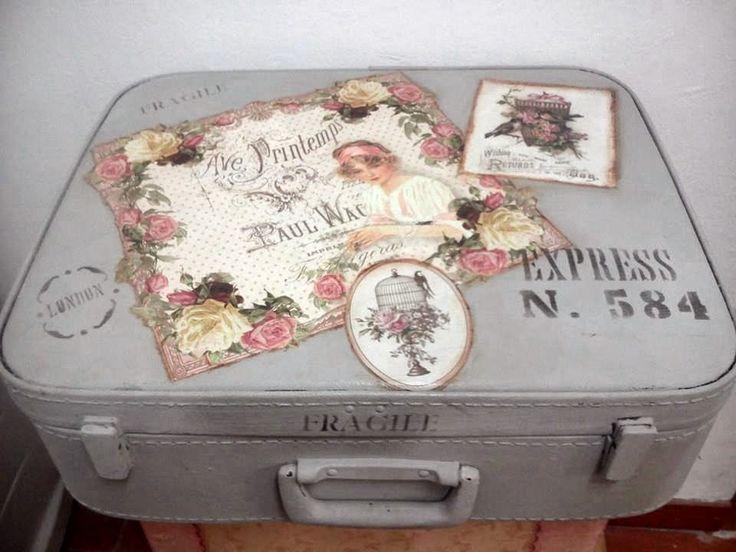 buenos días !     hoy os traigo esta preciosa maleta tuneada en clase , hemos utilizado pintura chalky de decoart , papeles de la nueva col...