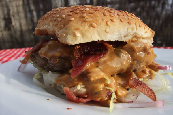 "Peanut Butter ""Elvis"" Burger with Bacon Recipe #tasteamazing"