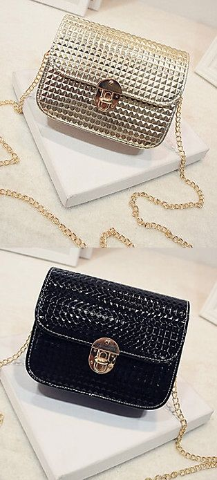 Black & Golden are always classics! These small bags are the best choice to go out for cocktails. Repin if you like it<3