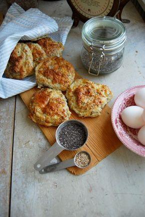 Det är inte alls svårt att baka bröd enligt LCHF. LCHF ostbröd smakar riktigt gott som frukost, eller som mellanmål! Här hittar du ett recept på LCHF bröd.