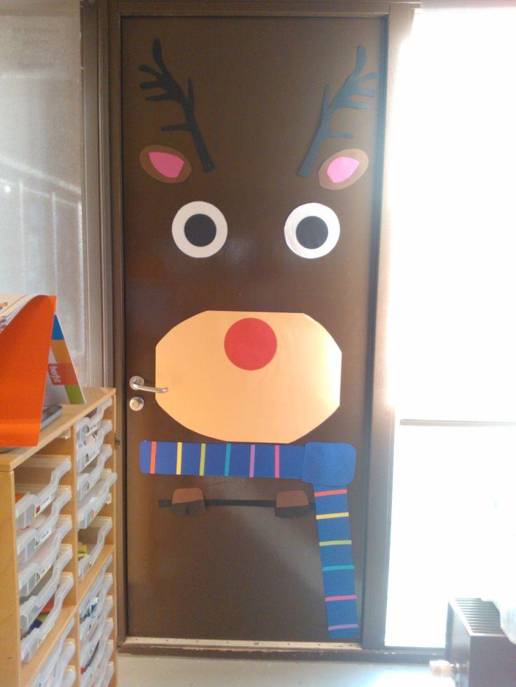 Voor kerst heb ik op de deur in de klas een rendier gemaakt. Je kan op een witte deur ook bijvoorbeeld een sneeuwpop maken.