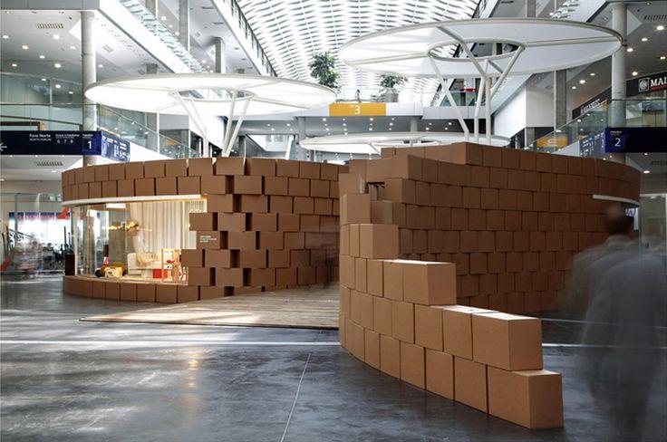 cardboard-stand-carton-cajas-hruiz-habitat-blog