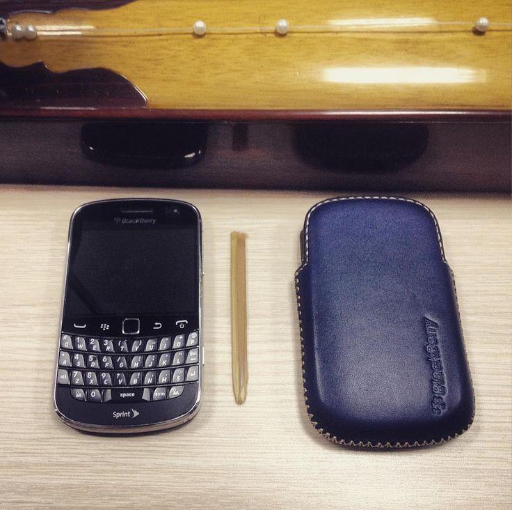 "#inst10 #ReGram @hai_dung0202: #blackberry #blackberryforlife #blackberryclubs  vietnamese old fashioned ...... #BlackBerryClubs #BlackBerryPhotos #BBer ....... #OldBlackBerry #NewBlackBerry ....... #BlackBerryMobile #BBMobile #BBMobileUS #BBMibleCA ....... #RIM #QWERTY #Keyboard .......  70% Off More BlackBerry: "" http://ift.tt/2otBzeO ""  .......  #Hashtag "" #BlackBerryClubs "" ......."