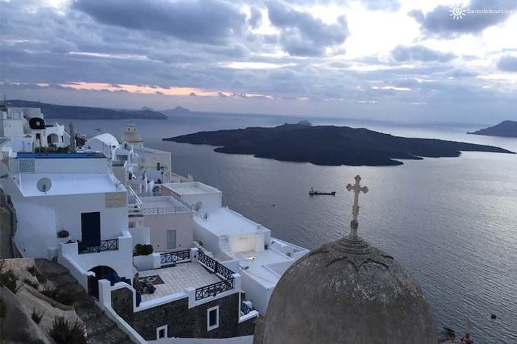 Winter in Santorini: Why you have to visit Santorini during winter That small island of Cyclades is know all around the world for the unrealistic view of the land combined with the Aegean sea and the magical sunrise. A great number of tourists choose to make their vacations in Santorini during the summer period, in …