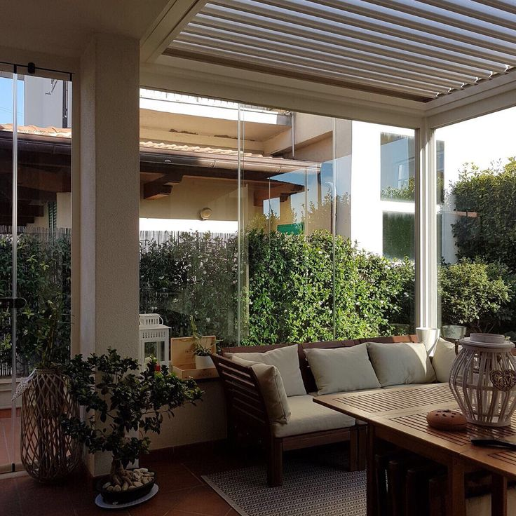 #Veranda #bioclimatica con tetto a #lamelle orientabili e #vetrate #panoramiche
