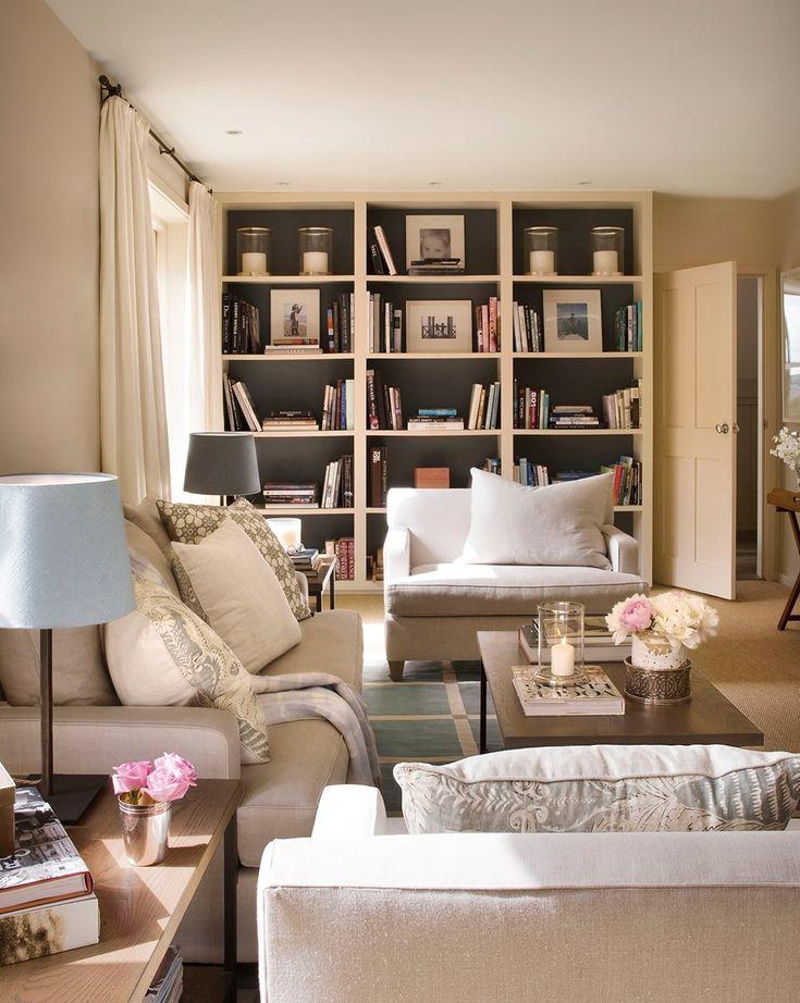 Aprovecha la altura  Con una librería hasta el techo. Puedes aligerarla pintándola como la pared o darle protagonismo con un color de fondo,...