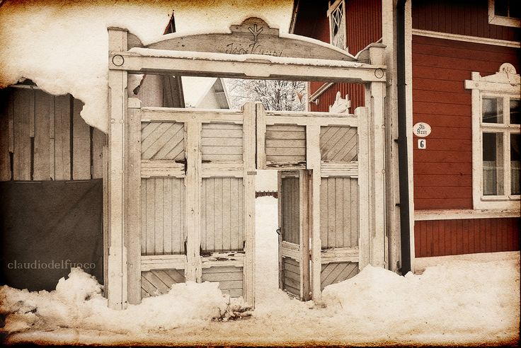 https://flic.kr/p/9gLjSd | Finland - Vanha Rauma - A gate