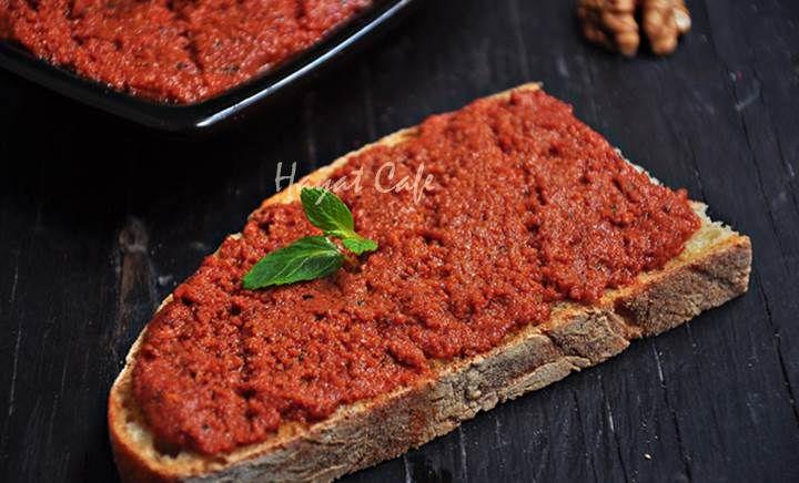 Cevizli Salçalı Tarator Sos Ceviz severlerin yine çok beğeneceği,ister ekmek üzerine,ister et yemeklerinin yanına yapılan nefis cevizli tarator tarifi var.Geçen hafta paylaştığım cevizli ezme tarifine çok benziyor.Buradan tıklayarak bakabilirsiniz.Birkaç ufak değişiklik var sadece.Bizim evde bu tür soslar çok sevildiği ve genelde ekmek üzerine sürülüp yendiği için çok sık yapıyorum.Bu cevizli salçalı tarator sos da yineRead More