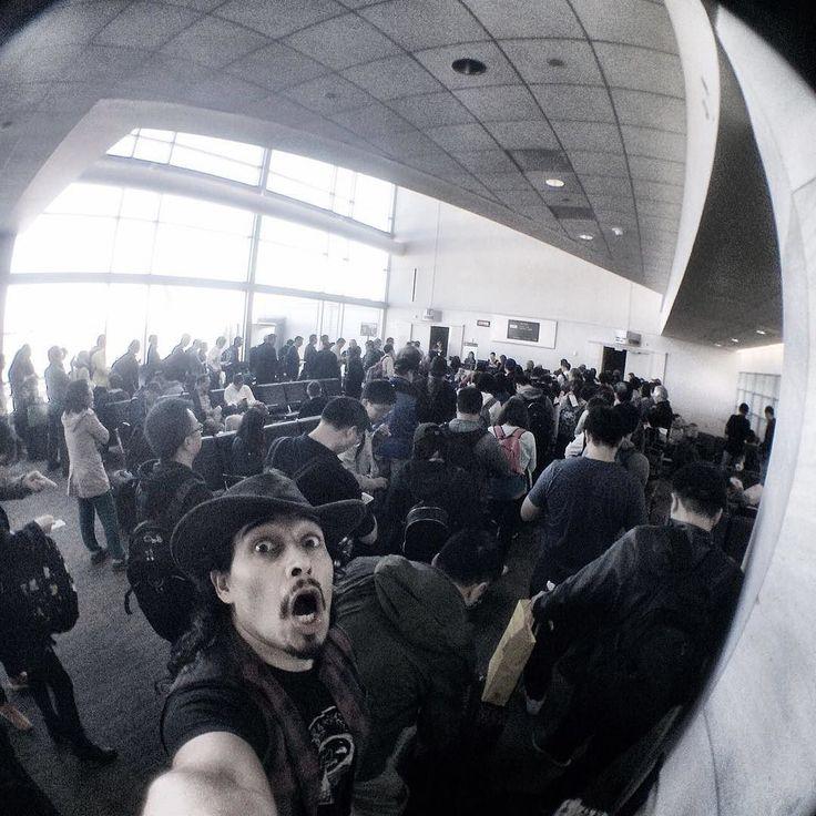 Vamonos !! #elohimenbejing  #malditospecadores #mexico #myregaltipdrumsticks #elohim #elohimcoronamoderatto #yamaha #yamahadrums #paistecymbals #evansdrumheads #evans  #bateria #baterista #soyelohim #elohimbateriapoderosa #beijing #drumporn #drumphoto #drumer #drumsolo #senheiser #journey #tour #nopainnogain #ready #airport #moderatto by elohimcoronamoderatto