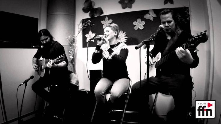 """Jeanette Biedermann, Jörg Weißelberg und Christian Bömkes, zusammen sind sie Ewig. Ihren Song """"Ein Geschenk"""" aus dem Album Indianerehrenwort haben sie bei un..."""