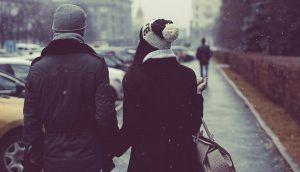 Hay una gran diferencia entre estar solo y ser solitario. Un solitario siempre preferirá estar solo, pero nunca se sentirá solo. Los solitarios son un tipo único de personas. Prefieren tener un círculo más pequeño de amigos, y no les importa pasar tiempo a solas, estando con ellos mismos. A diferencia de los que se sienten solos, los solitarios nunca se sienten solos. De hecho, estar en su propia compañía es lo que les hace sentirse más satisfechos, ya que es cuando están más en contacto…