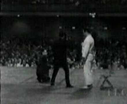 One inch punch by Bruce Lee