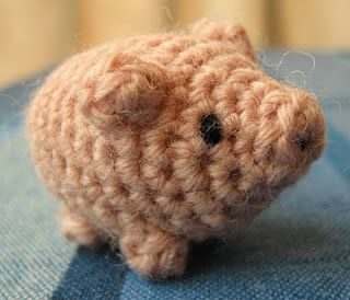 What a cute little guy! Here's the easy pattern.
