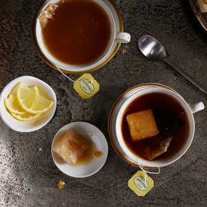 Infuse a warm cup of Earl Grey with the flavors of lemon and ginger with these innovative ice cubes. Frozen together, along with throat s...