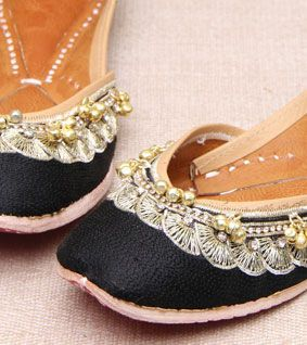 Jootis with Ari-Embroidery in Multi-Color Thread - Pure Leather - Color Schwarz Footwear Size 42 Exotic India lhEdg7mAn