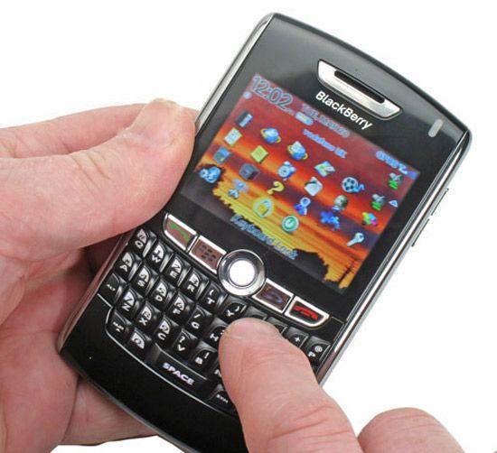 Blackberry 8800 một trong những dòng máy thế hệ cũ của RIM. Thiết kế nhỏ gọn…