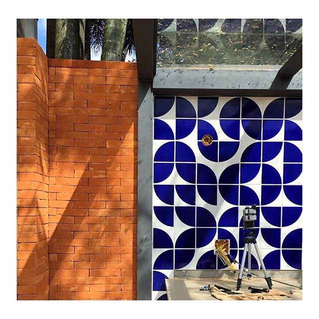 Lurca Azulejos | Quadrante Royal Blue - Ceramic Tiles | Azulejos - Quadrante Azul Royal // Shop Online www.lurca.com.br/ #quintal #exterior #yard #lurca #lurca_azulejos #azulejos #azulejosdecorados #revestimentos #arquitetura #interiores #decor #design #reforma #decoracao #geometria #casa #ceramica #architecture #decoration #decorate #style #home #homedecor #tiles #ceramictiles #homemade #madeinbrazil #saopaulo #sp #brasil #brazil #design #brasil #braziliandesign #designbrasileiro