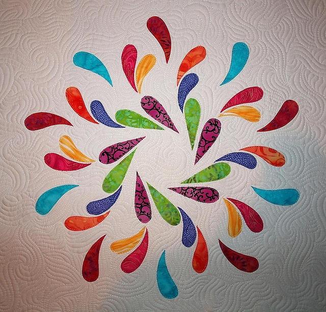 emma louise's snow dance quilt: Applique Quilts, Bright Colour, Sampaguita Quilts, Colors Quilts, Dance Quilts, Quilts Design, Snow Dance, Peacock Colors, Quilts Ideas