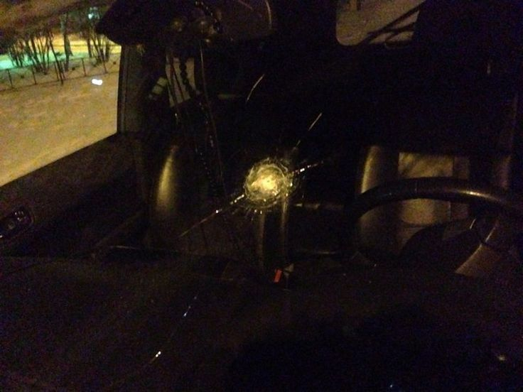 За одно такое лобовое стекло автомобилисту придется заплатить тысяч шесть. Фото: Светлана ВАСИЛЬЕВА.