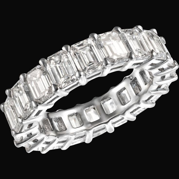 VERA III  Frammenti di luce III / Fragments of light III  Anello in oro bianco con diamanti taglio smeraldo 6,83 ct. / White gold ring with emerald cut diamonds 6,83 cts.