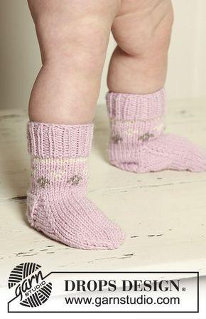 Strawberry Cheeks' Socks / DROPS Baby 19-30 - Stickade DROPS sockor med mönster i Merino Extra Fine.
