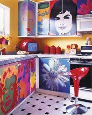 Retro style keuken. Heel druk met veel plaatjes en kleur