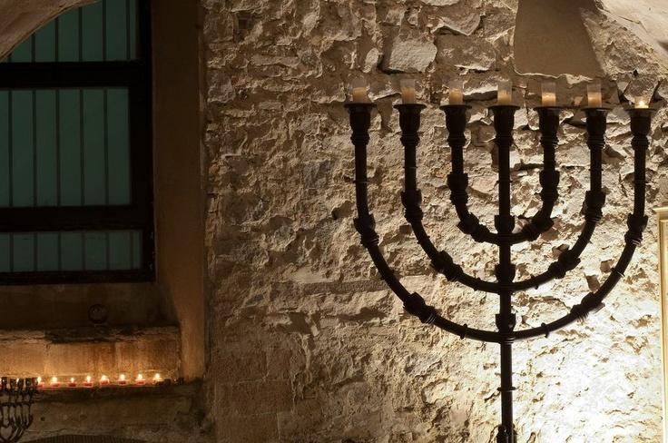 Sinagoga Mayor de Barcelona. La #Menorah o candelabro judío, el símbolo más representativo de esta sinagoga. Copyright Sinagoga Mayor de Barcelona/Anna Serrano #Sefarad #Sternalia