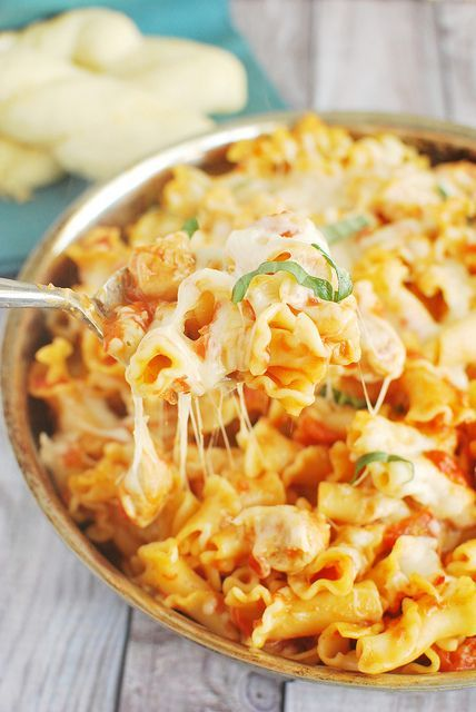 Chicken Parmesan Baked Pasta - easy cheesy 30 minute meal! This is so delicious!